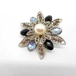 Jewelry - Flower Pin w/Faceted Black Blue Gray & Faux Pearl